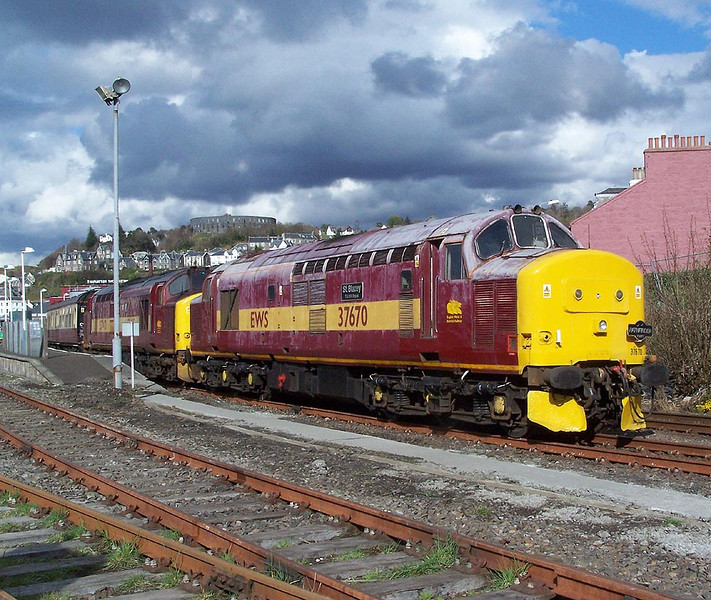 37670 and 37401, Oban. April 2009.
