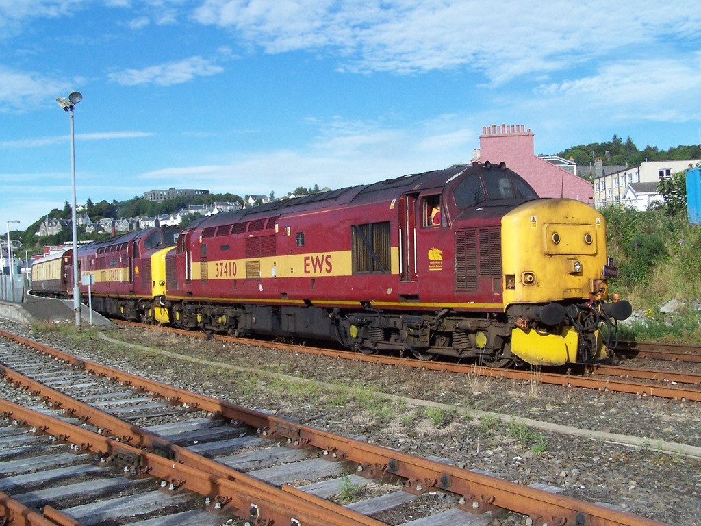 37410 and 37422, Oban. August 2007.