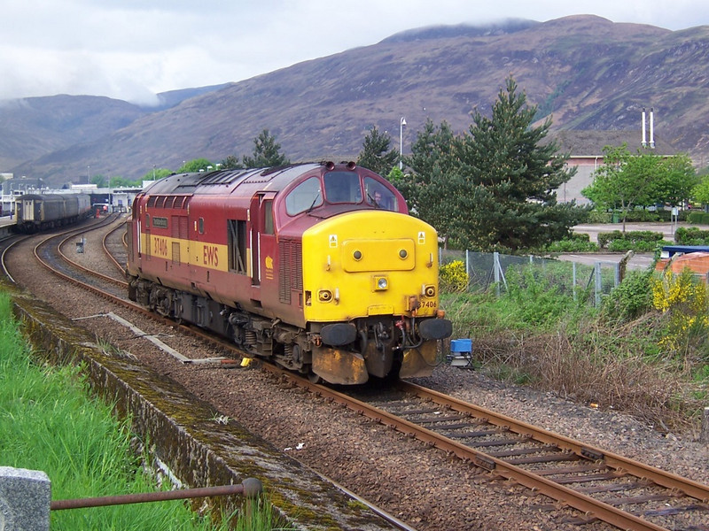 37406, Fort William (with Fort William's premier driver at the controls!). April 2006.