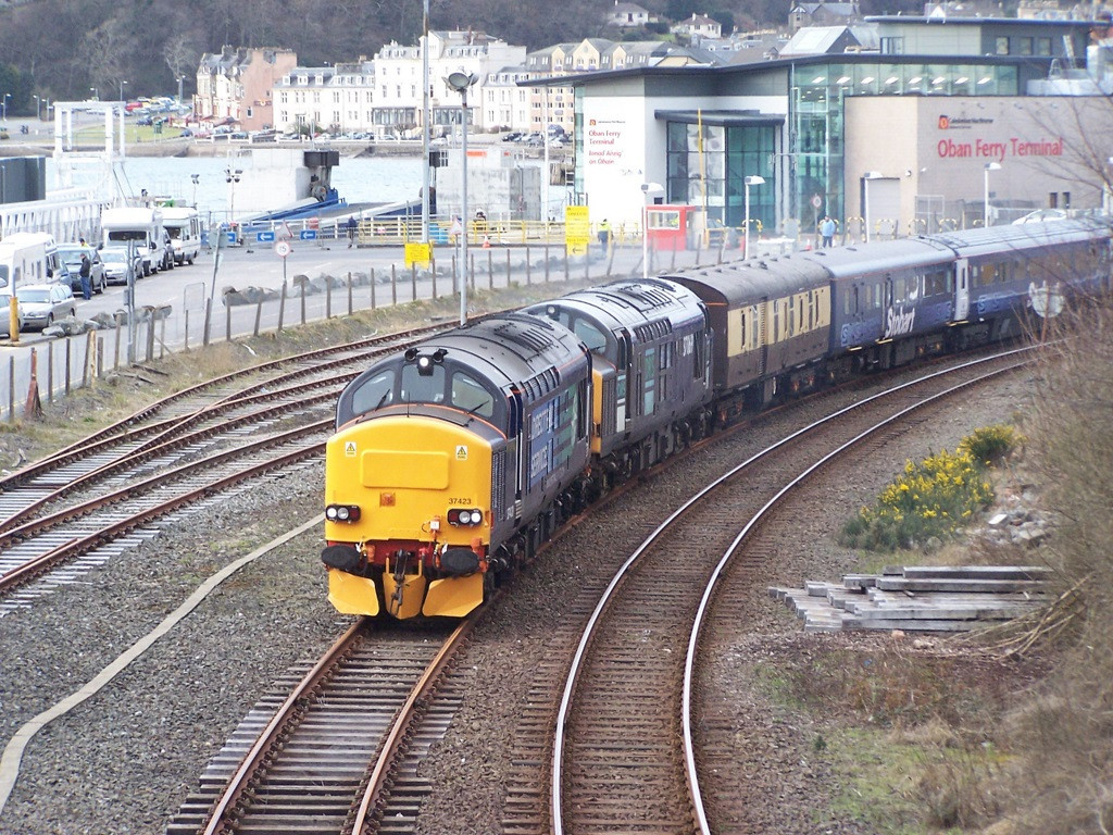 37423 and 37069, Oban. March 2008.