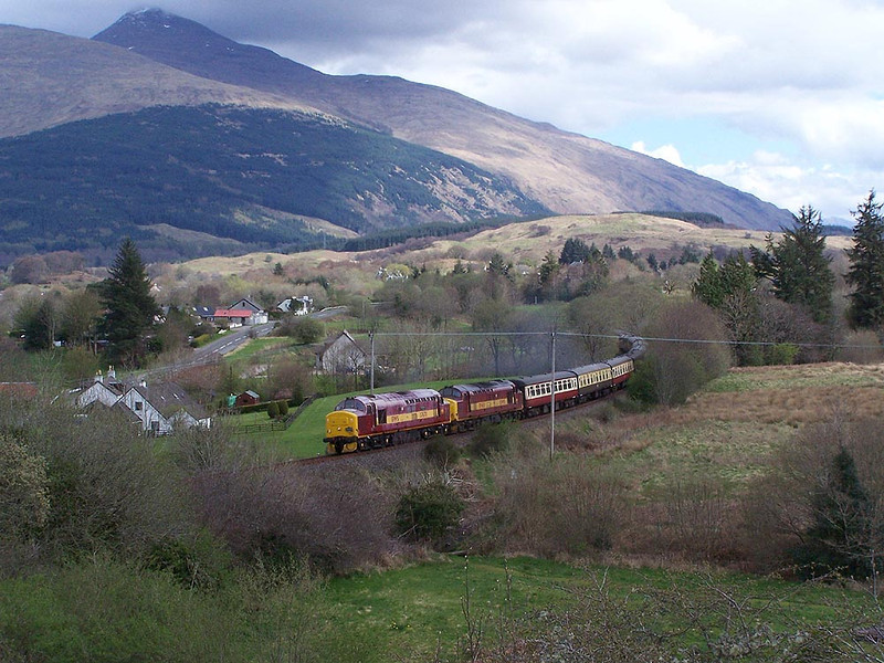 37670 and 37401, Taynuilt. April 2009.