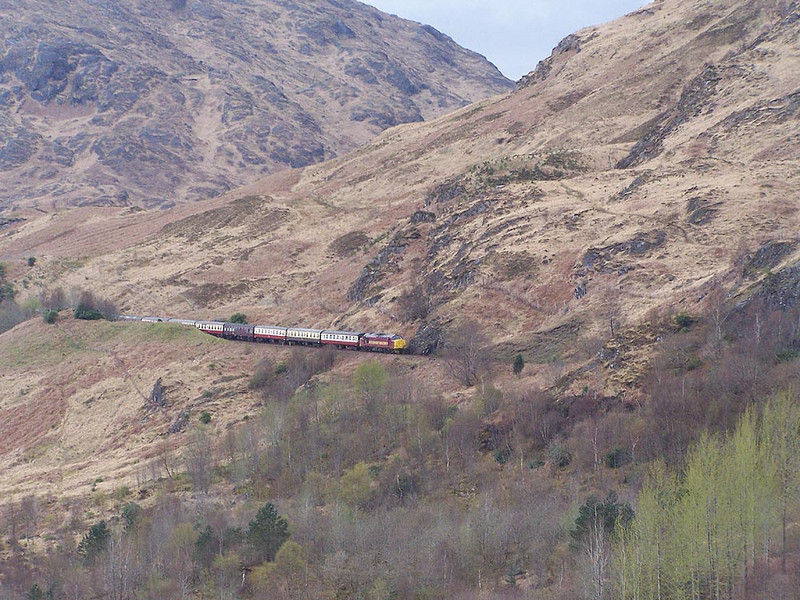 37401, Glenfinnan. April 2009.