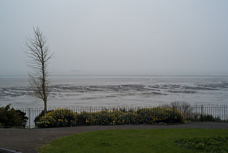 Thames estuary from Westcliff. February 2008.