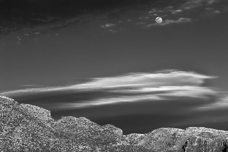 Moonrise_Over_The_Catalinas_v2