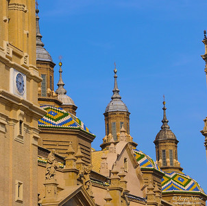 It's NOT the Kremlin, it's a cathedral in Zaragoza that survived WWII bombing