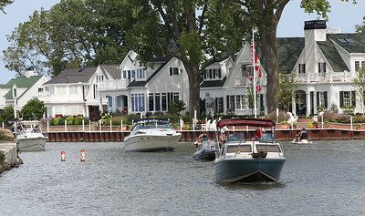 Boaters take advantage of the beautiful Labor Day weather on the river in Vermilion. RAY RIEDEL/CHRONICLE