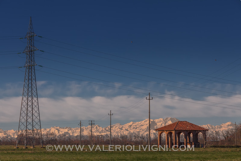 Rural building with the Alps on the background (Monte Rosa), Sforzesca