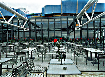 La terrasse au musee Pompidou par un jour pluvieux