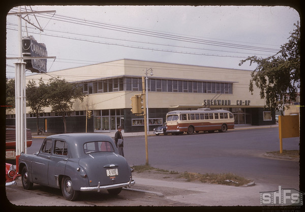 Sherwood Co-op groceries and dry goods - Victoria Street and Albert Street. Regina 09/12/1955