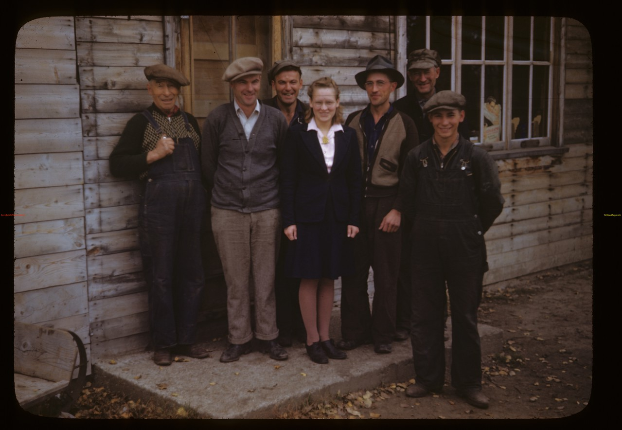 Co-op customers and staff - H. H. Sweitzer manager. Algrove. 09/26/1946