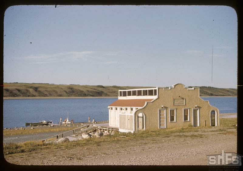 Bath house - Manitou Lake.	 Watrous.	 08/12/1946