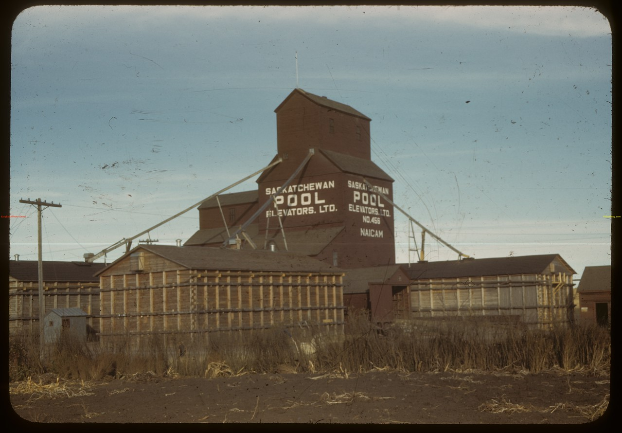 Pool elevator plant - M. B. Gullickson agent. 4 line elevators: 1 temporary annex each.  Pool: 1 permanent annex - 3 temporary.  Total handling: 450 000.  Pool - 55%. Naicam. 10/08/1942