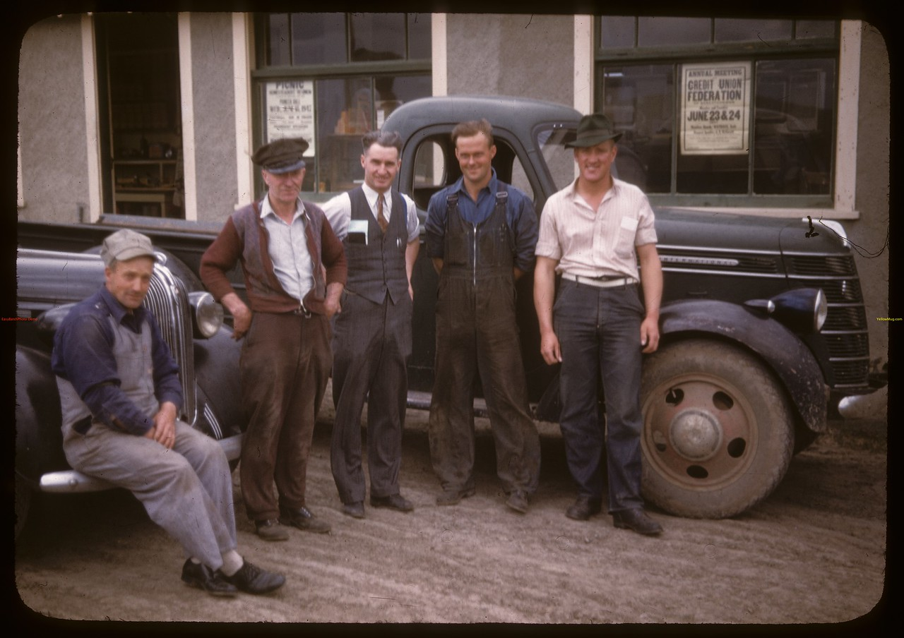 Co-op oil staff and customers. [Manager Awhal Johnson] Shaunavon 06/18/1947