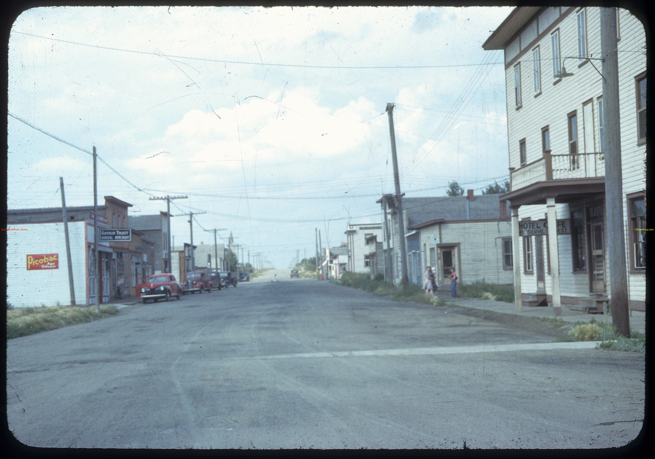 Meyronne main street. [The hotel in Meyronne used to have the Hottest Chicken Wings in Sask.] Meyronne. 08/26/1942