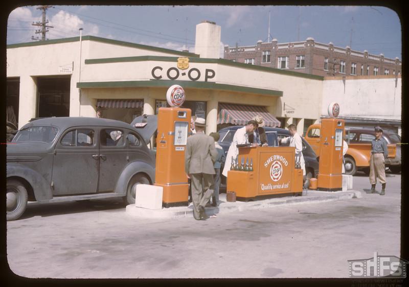 Sherwood Co-op service station. Regina<br /> 08/10/1946