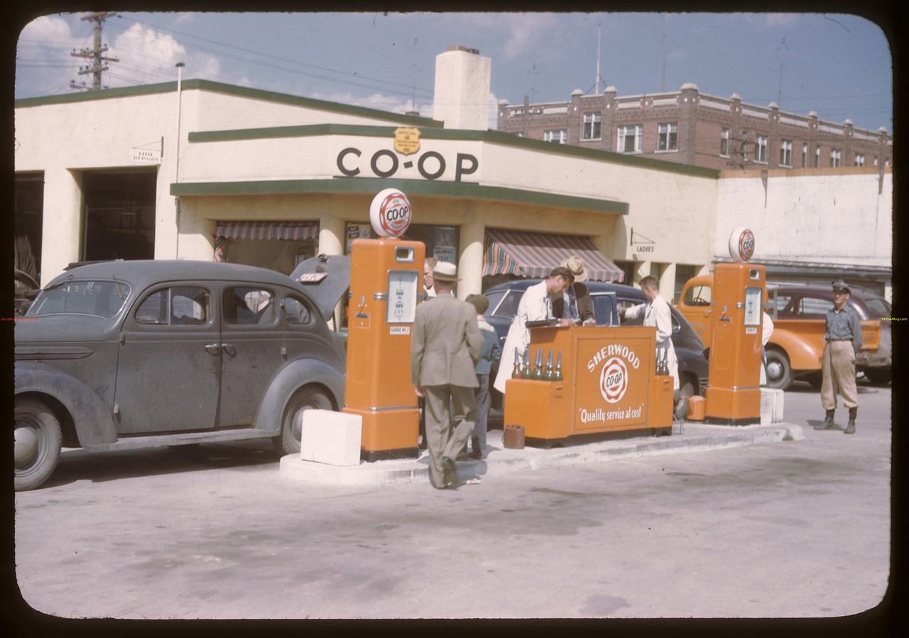 Sherwood Co-op service station. Regina 08/10/1946