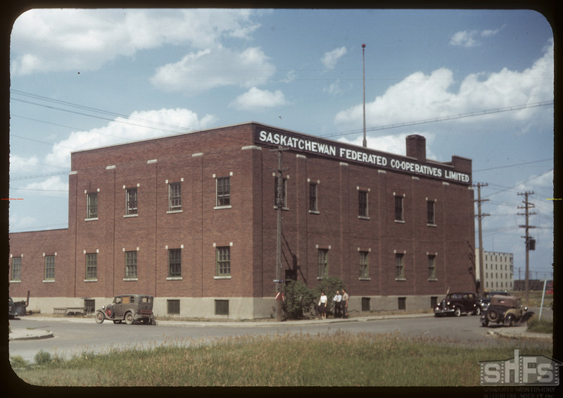 Sask. Federated Co-op Ltd hardware - 6th and Scarth Street. Regina 07/15/1949