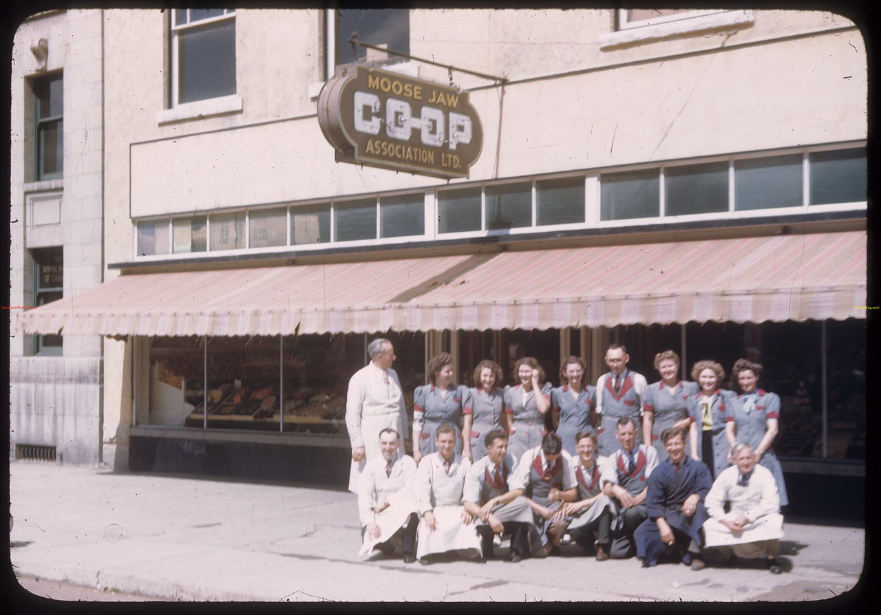 Moose Jaw co-op store and staff - U.S. Co-op Tour. [0 block High Street W.].	Moose Jaw. 08/09/1946