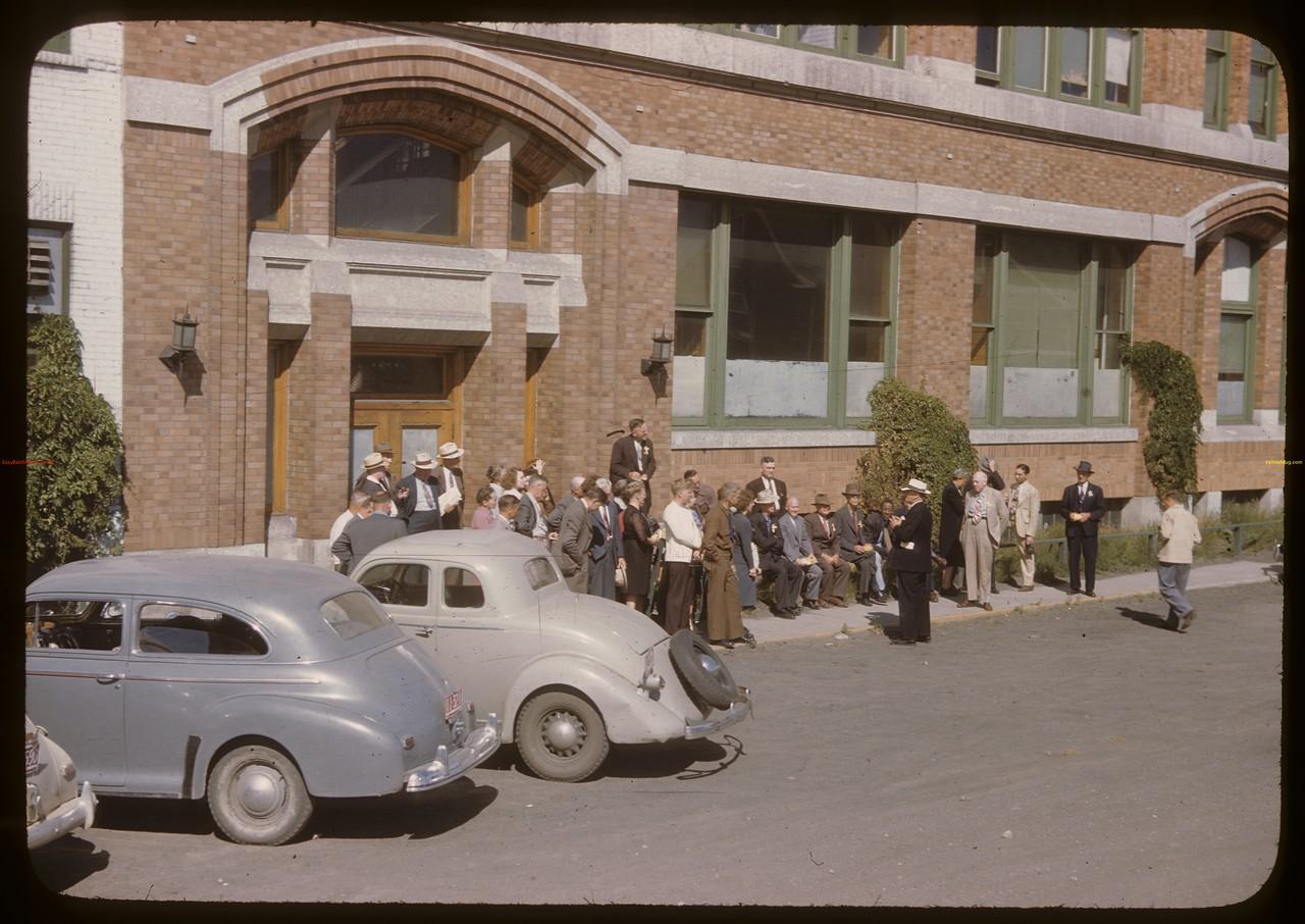 U.S. Co-op tour visits Fed. Co-op's Head Office. Saskatoon 08/12/1946