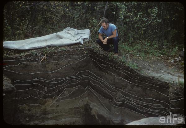 Boyd Wetlauffer examines 13 soil zones. Mortlach. 09/11/1954