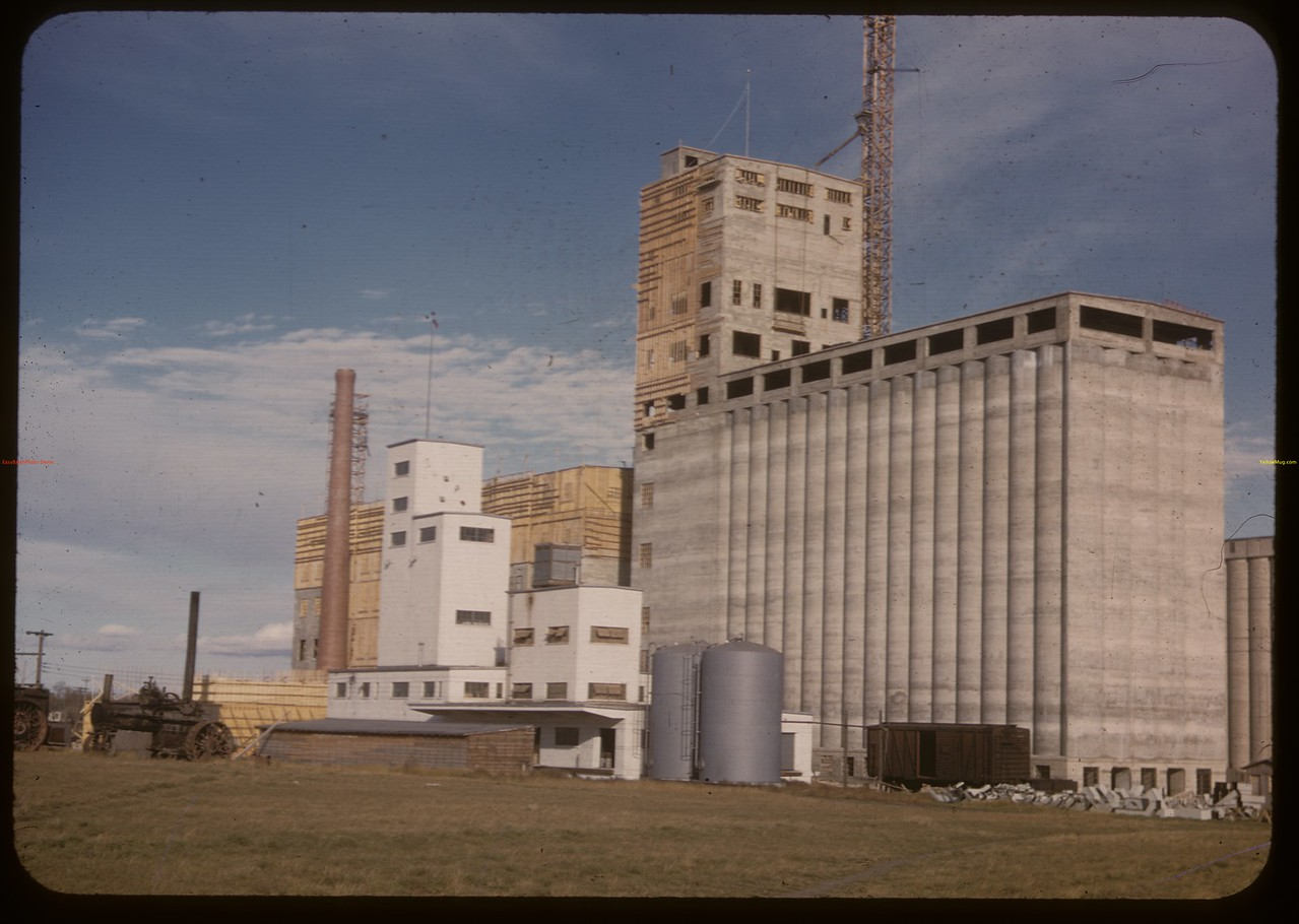 Wheat Pool flax and flour mills. Saskatoon 10/05/1947