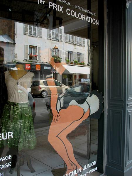 Store window - nice tush! (Paris)