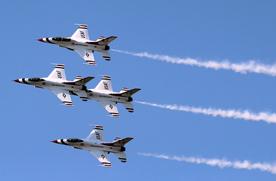 four of the thunderbirds at the willow run air show