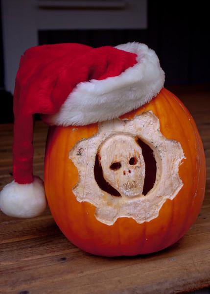 Gears of War pumpkin head, Santa edition.