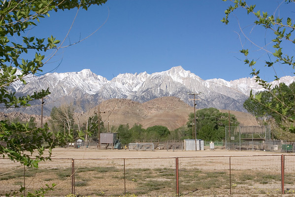 Despite starting late, we stop in Lone Pine around 8am, our usual arrival time...