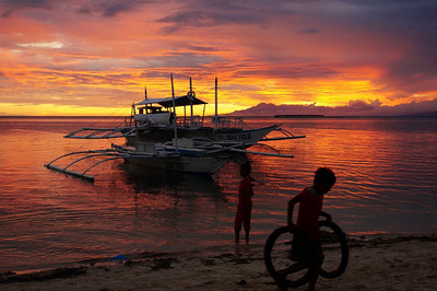 Sunset at Panglao, Visayas, Philippines Unedited, they actually look like this. 29.12.2013 Sony NEX 6 with 18-200mm