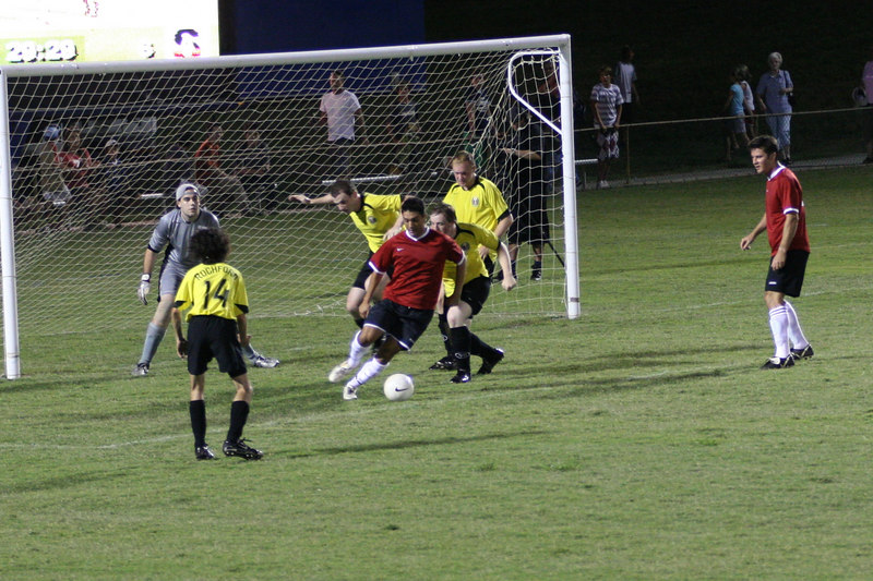 Nerds FC 2 - Swarm him Nerd Bees ! - Don't let him shoot!