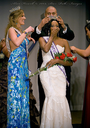 LaDaria Richardson in her moment of glory, being crowned as Mrs. NC International 2009.