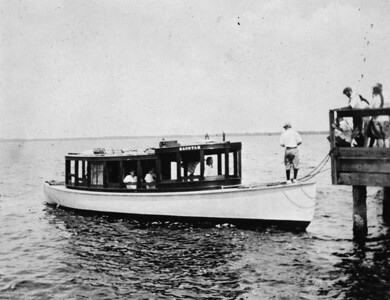 Dacotah at the Mandarin dock around 1910.