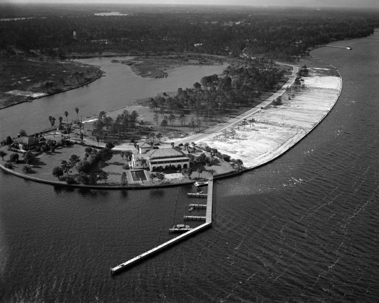 An aerial view of the Florida yacht club in 1948.  The Florida Yacht Club was organized in 1876 for the purpose of promoting yachting and social enjoyment.  The Ortega clubhouse location opened with a regatta and dance on April 21, 1928.