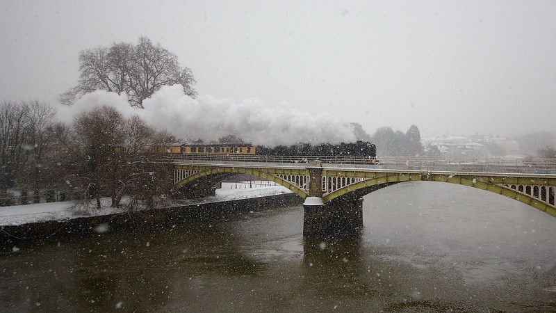 Clan Line hauls the VSOE British Pullman over the Thames at Richmond in a snowstorm. As also featured by BBC1 London News.