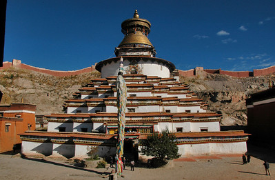 Gyantse Kumbum, chorten made up of many chapels with fine sculpture and painting