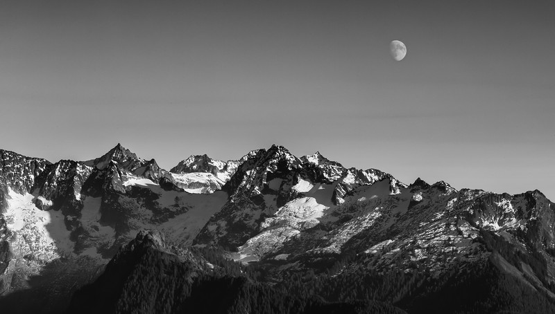 Moonrise over Cascades