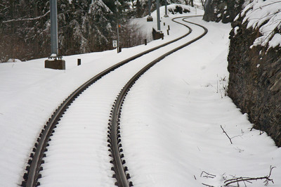Curved track - GoldenPass Line