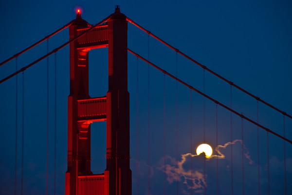 golden-gate-bridge-moon-8885