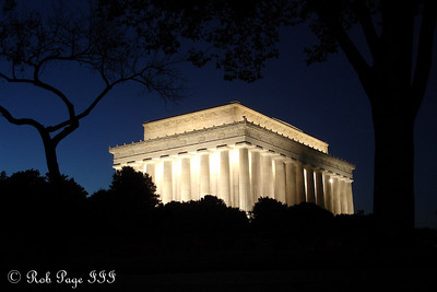 The Lincoln Monument - Washington, DC ... October 30, 2005 ... Photo by Rob Page III