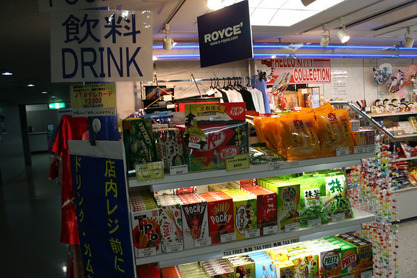 """Closer view.  You can see strange stuff, like Pocky and """"Pretz"""", and familiar stuff like Kit Kat.  Prices are in Japanese yen."""