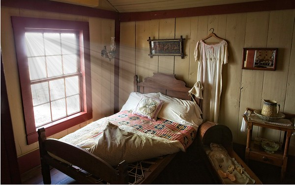 Nathaniel Davis' Daughter Bedroom