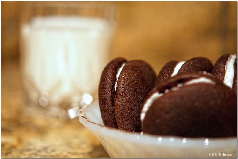 Oct 14 <br /> Cookies & Milk<br /> <br /> My boyfriend's favorite dessert!
