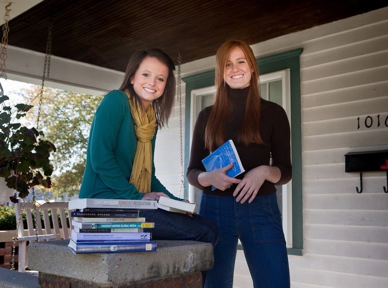 Juniors Elizabeth Ratchford and Katherine Straus. <br /> <br /> Alex Turco/The DePauw
