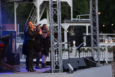 Ladysingers underhåller i sommarkvällen. Simbadet,Österbybruk. Eldfesten, Söndag kväll ,14 Augusti 2016