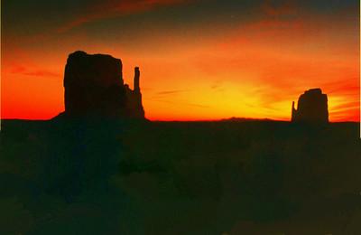 monument valley, dawn, mar 3, 1994b