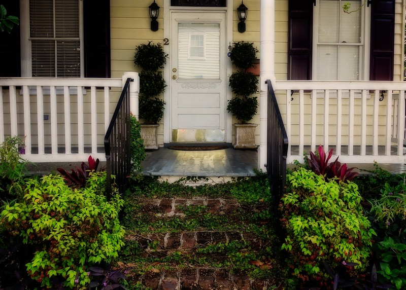 Front steps at a home in Savannah.<br />  Photo © Cindy Clark
