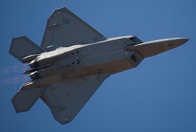 F-22 pullin' G's