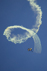 Navy Seals open the airshow.