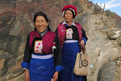 pilgrims from Xianggelila, Yunnan, Tashilhumpo kora, Shigaste, Tibet